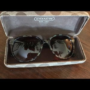 Authentic Coach sunglasses/hard case 🕶